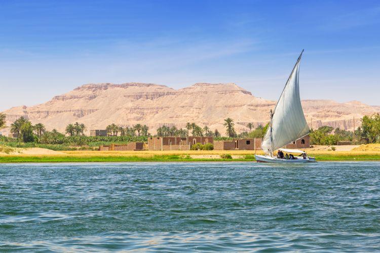 Felouque sur le Nil près de Louxor